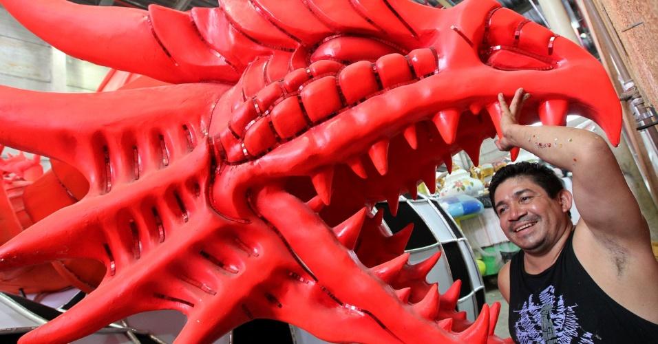 O artista plástico Adson Amazonas veio de Parintins para o desfile da União da Ilha (fevereiro/2012)