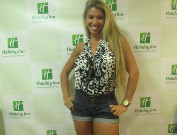 Andrea de Andrade, madrinha de bateria da Império de Casa Verde, chega para os desfiles das escolas de samba de São Paulo (17/2/12)