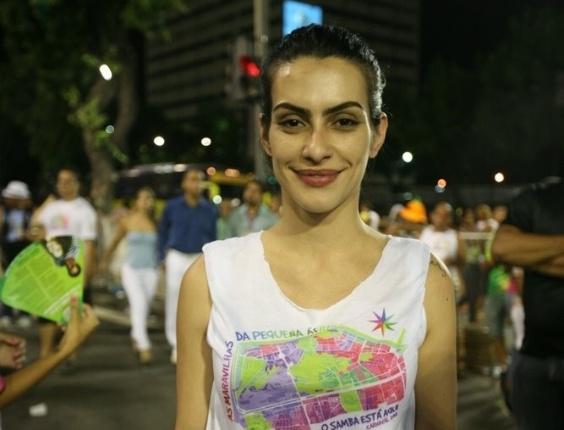 Cleo Pires prestigia o desfile da escola de samba Pimpolhos da Grande Rio no Sambódromo do Rio (17/2/2012)
