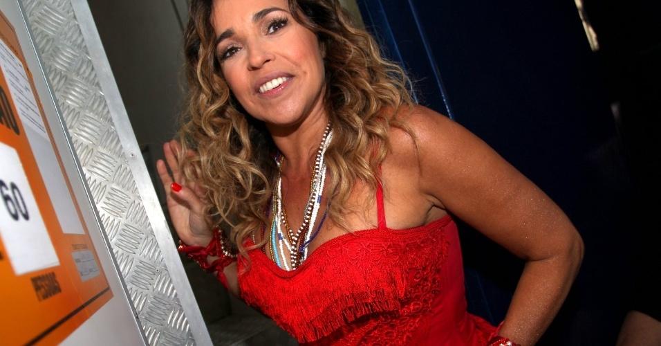 Daniela Mercury escolhe vestido vermelho para subir em trio que fará o circuito Barra-Ondina (Dodô), em Salvador (17/2/12)