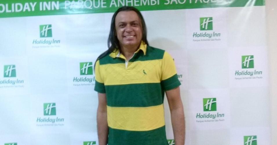 Frank Aguiar chega ao Holliday Inn para o desfile das escolas de samba de São Paulo (17/2/12)