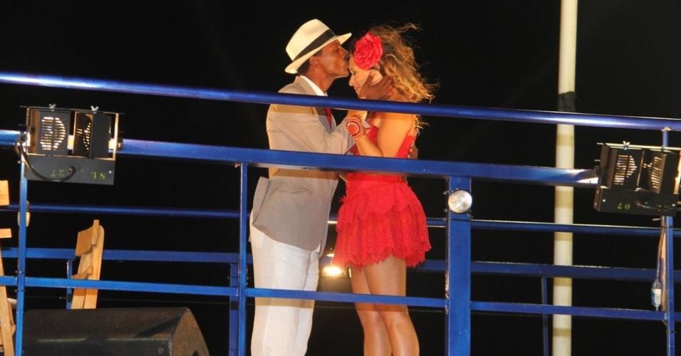 O ator Luís Miranda participa do show de Daniela Mercury no trio elétrico do circuito Barra-Ondina (Dodô), em Salvador (17/2/12)