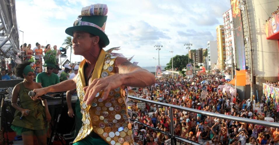 O cantor Netinho se apresentou no circuito Barra/Ondina nesta sexta-feira (17/2/12), depois de sofrer uma queda quando deixava um hotel do Rio Vermelho