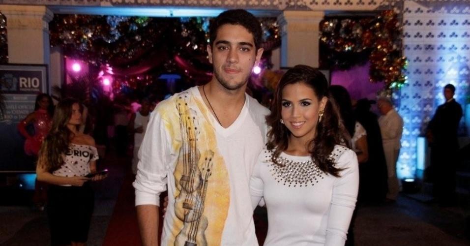 O casal Miguel Rômulo e Pérola Faria também prestigiaram o Baile oficial da Cidade do Rio de Janeiro (16/02/2012)