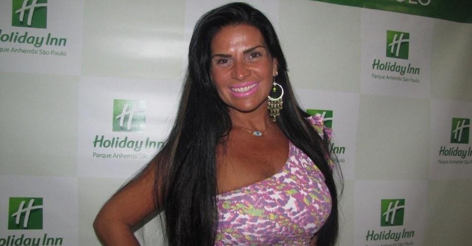 Solange Gomes chega ao Holliday Inn para o desfile das escolas de samba de São Paulo (17/2/12)