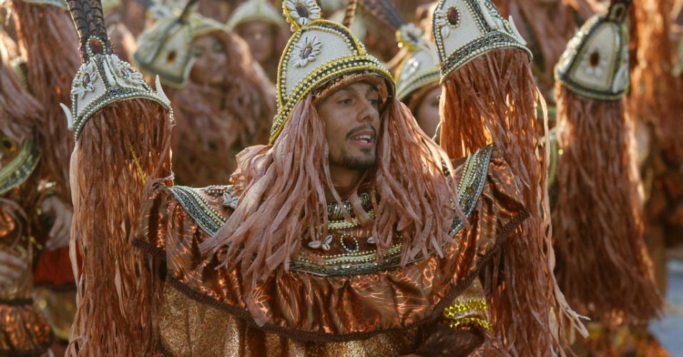 A Mancha Verde encerrou o 1º dia de desfiles do Carnaval paulistano por volta das 7h40 deste sábado (18/2/2012)