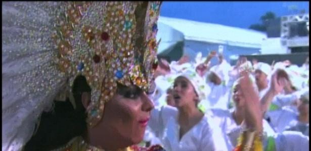 A rainha da bateria da Mancha Verde, Viviane Araújo, pede ânimo da bateria (18/2/2012)