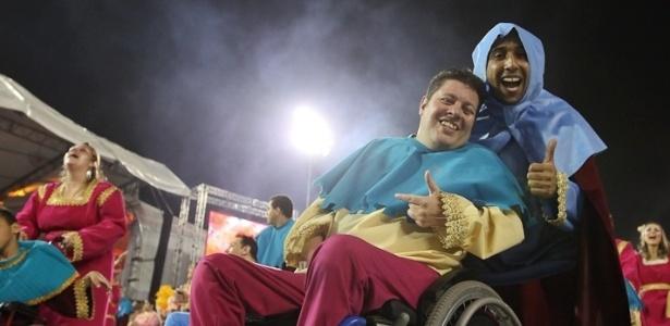 Ala da Rosas de Ouro composta por pessoas com dificuldades motoras (18/2/2012)