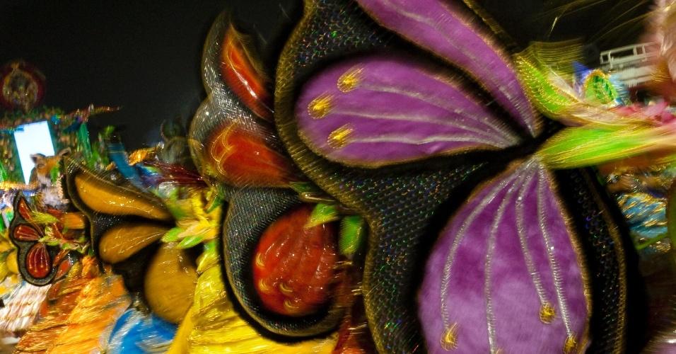 Ala das baianas da X-9 representam a flora brasileira (18/2/2012)