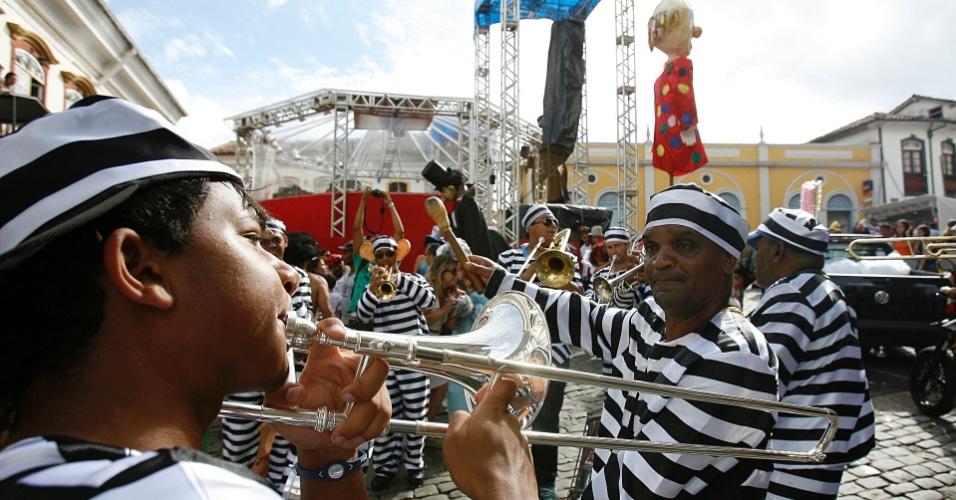 Banda toca marchinhas de Carnaval em Ouro Preto (18/2/12)