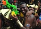 Foliões brincam com bloco Muquiranas no circuito de Campo Grande em Salvador