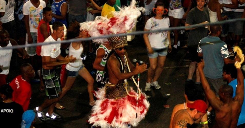 Carlinhos Brown agita público no Projeto Especial: Carlinhos, no Circuito Barra/Ondina, nesta sexta-feira (17/2/12)