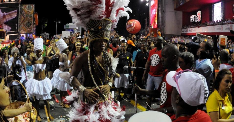 Carlinhos Brown anima o público no Projeto Especial: Carlinhos, no Circuito Barra/Ondina, nesta sexta-feira (17/2/12)