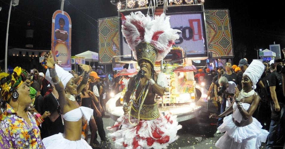 Carlinhos Brown cantou no meio do público no Projeto Especial: Carlinhos, no Circuito Barra/Ondina, nesta sexta-feira (17/2/12)