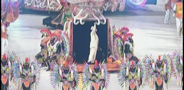 Comissão de frente da X-9 Paulistana vem acompanhada do ator Pascoal da Conceição como Mario de Andrade (18/2/2012)