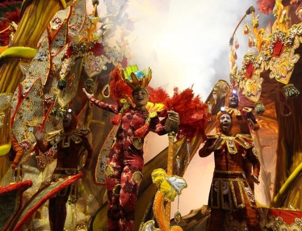 Detalhe do carro abre-alas no desfile da Dragões da Real, no Anhembi, em São Paulo (18/2/12)