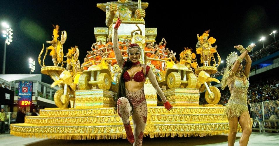 Desfile da escola de samba X-9 Paulistana, que levou para a avenida o samba-enredo