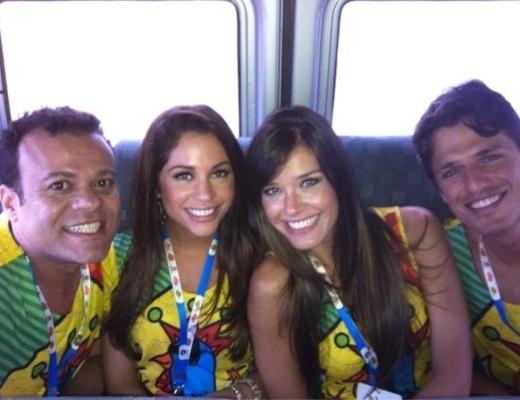 Ex-BBBs a caminho do Galo Madrugada, em Recife (18/2/12)