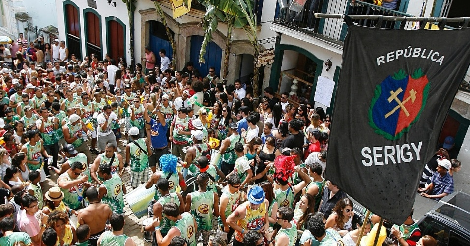 Foliões lotam ladeiras de Ouro Preto no Carnaval de rua da cidade (18/2/12)