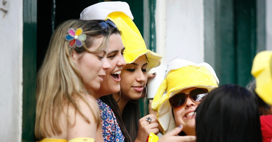 Mulheres curtem o bloco Liga Pra Rádio, em Ouro Preto (18/2/12)