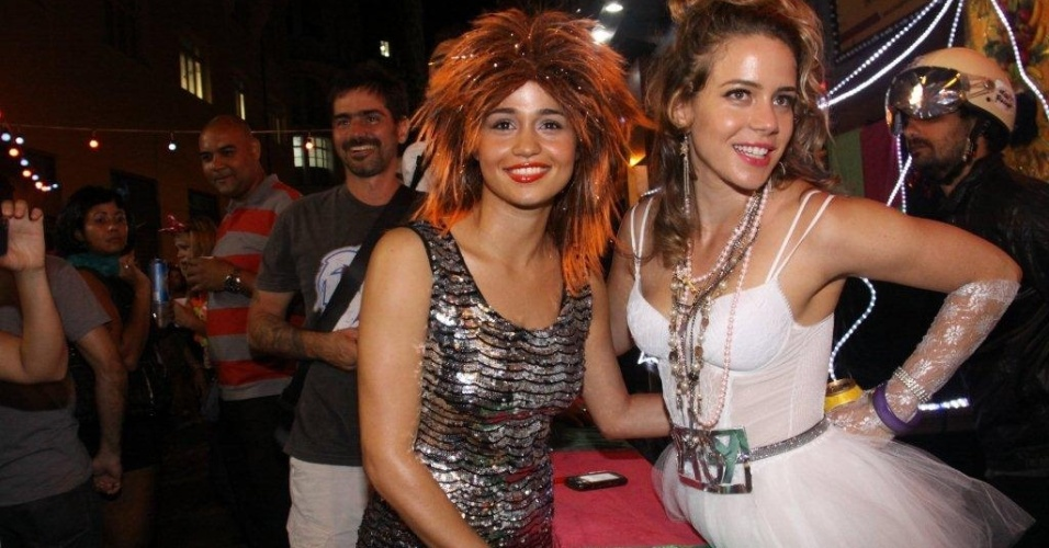 Nanda Costa e Leandra Leal curtem o Carnaval 2012 no Bloco Rival do Rival, no centro do Rio (17/2/12)
