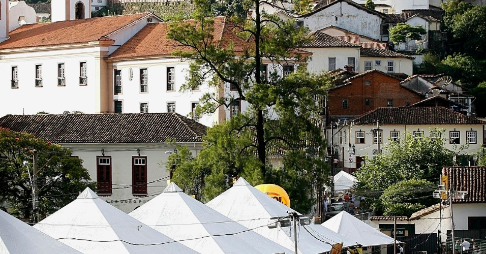 O conjunto Bonde do Tigrão se apresenta no Espaço Folia durante o Carnaval de Ouro Preto (18/2/12)