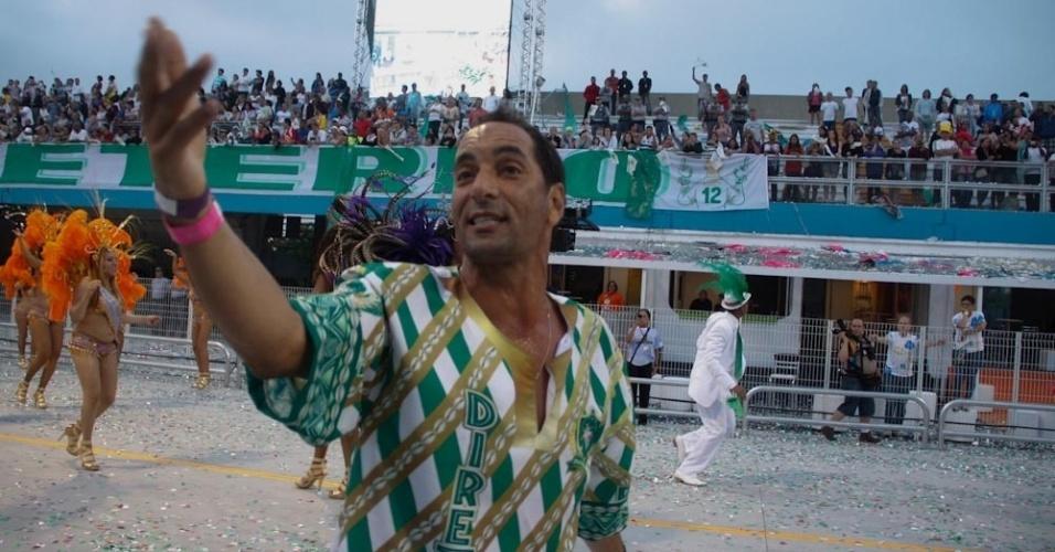 O jogador Edmundo canta o enredo da Mancha Verde (18/2/2012)