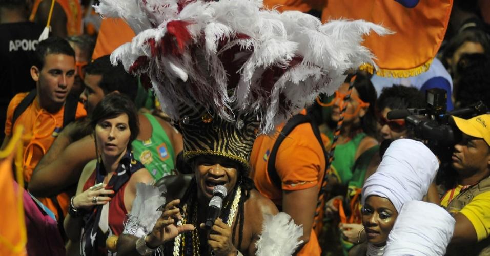 O músico Carlinhos Brown agitou o Circuito Barra/Ondina nesta sexta-feira (17/2/12)