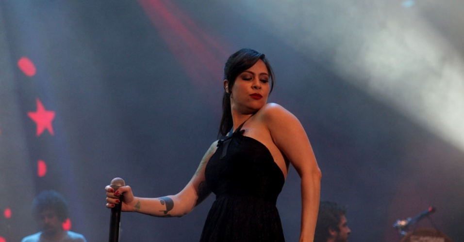 Pitty se apresenta em homenagem a Alceu Valença no Recife (18/2/12)