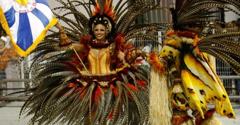 Primeiro casal de mestre sala e porta bandeira Robinson e Thaís se apresentam em desfile da Acadêmicos do Tucuruvi (18/2/2012)