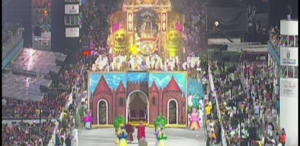 Rosas de Ouro entra com samba-enredo que fala da Hungria e homenageia Roberto Justus (18/2/2012)