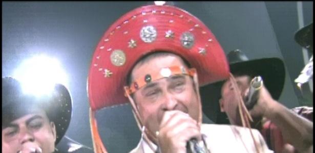 Royce do Cavaco é o puxador do samba enredo da escola X-9 Paulistana (18/2/2012)