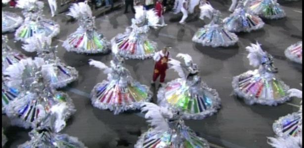 A ala das baianas da Renascer de Jacarepaguá, que desfila na Sapucaí, no Rio (19/2/12)