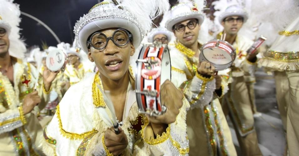 A bateria da Dragões da Real em desfile no Anhembi, em São Paulo (18/2/12)