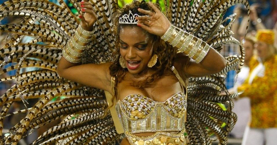 A madrinha da bateria da Unidos de Vila Maria, Quitéria Chagas, encanta o público (19/2/2012)