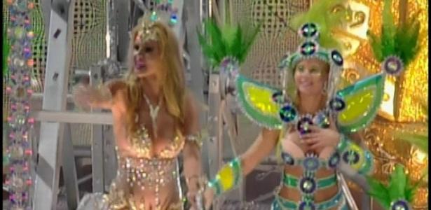 Com uma fantasia de R$ 100 mil, a socialite Val Marchiori foi destaque de um dos carros alegóricos da Unidos de Vila Maria durante desfile no Anhembi na madrugada de domingo (19/2/12)