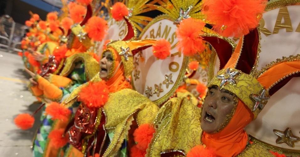 Carro alegórico da Unidos de Vila Maria homenageou os artesãos durante desfile no Anhembi na madrugada de domingo (19/2/12)