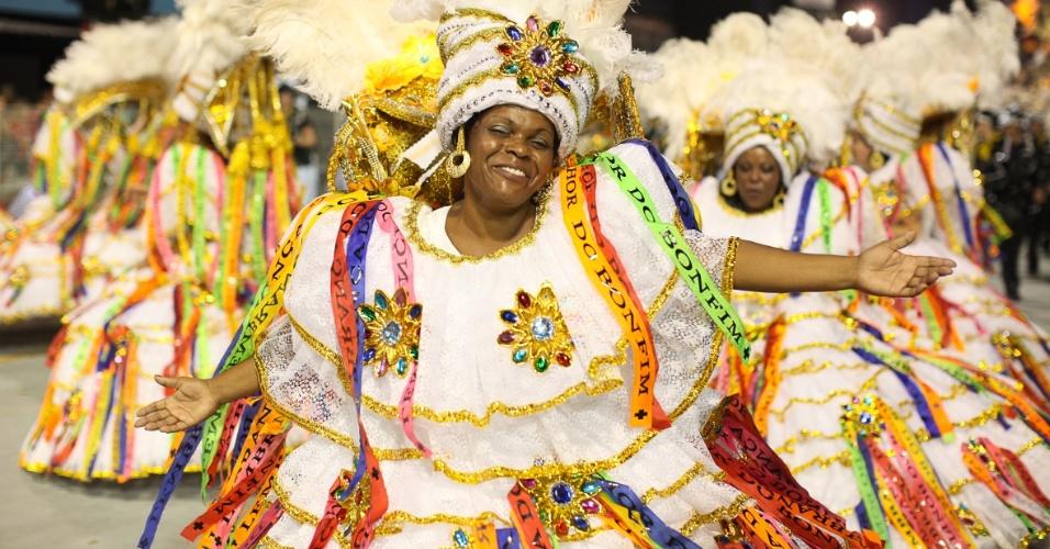 Ala das baianas da escola de samba Águia de Ouro fez homenagem à Bahia, terra de origem dos tropicalistas dos Novos Baianos (19/2/2012). As baianas representaram a Lavagem do Senhor do Bonfim, realizada anualmente