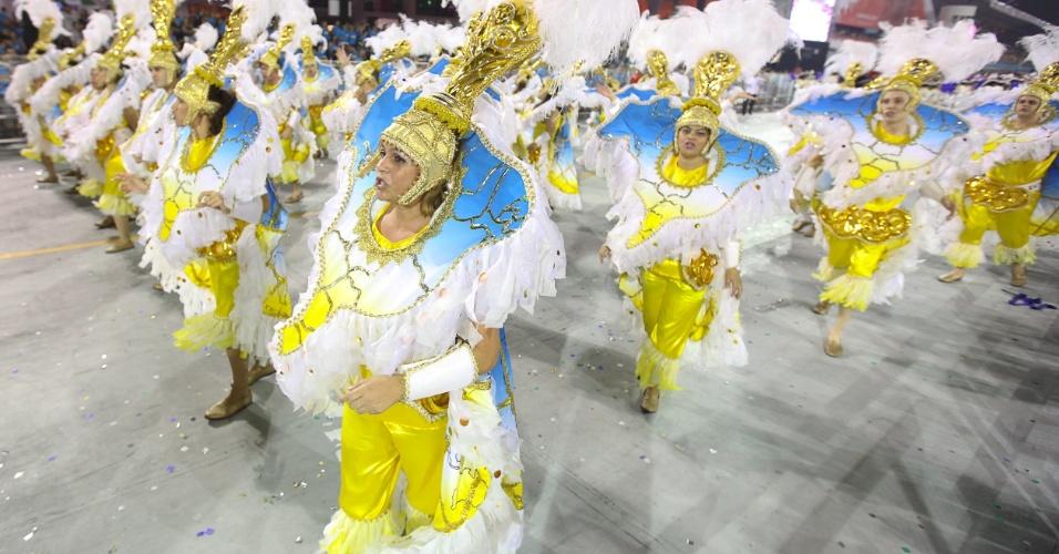 Ala de passistas mostra mapa do Brasil no desfile da Gaviões da Fiel (19/2/2012)