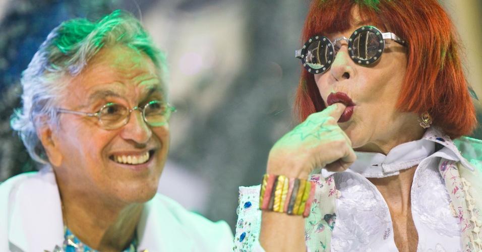 Caetano Veloso e Rita Lee desfilam em carro alegórico da escola Águia de Ouro, que homenageou a Tropicália (19/2/12)