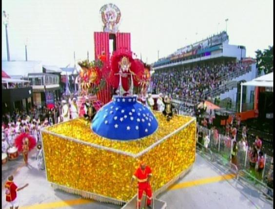 Carro alegórico que pede o fim da corrupção no Distrito Federal em desfile da Tom Maior (19/2/2012)