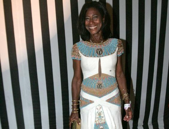 Glória Maria exibe vestido todo bordado em baile de Carnaval do Copacabana Palace, no Rio de Janeiro (18/2/12)