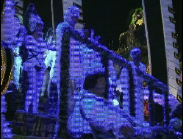 Águia de Ouro tem carro com Caetano Veloso, Rita Lee, Cauby Peixoto e Gilberto Gil homenageando o tropicalismo (18/2/2012)