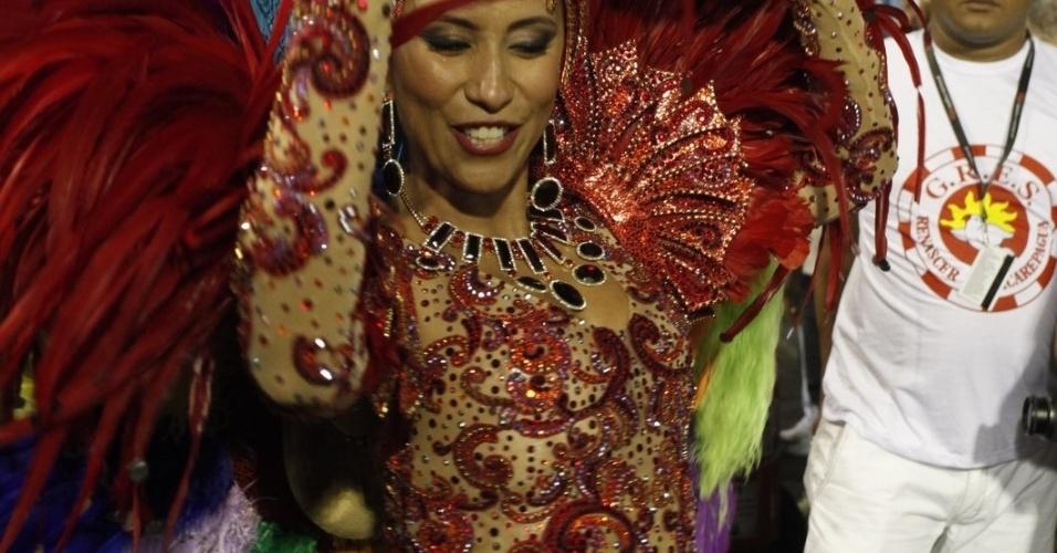 Patrícia Nery, rainha de bateria da Renascer de Jacarepaguá, na concentração do desfile na Sapucaí, no Rio (19/2/12)