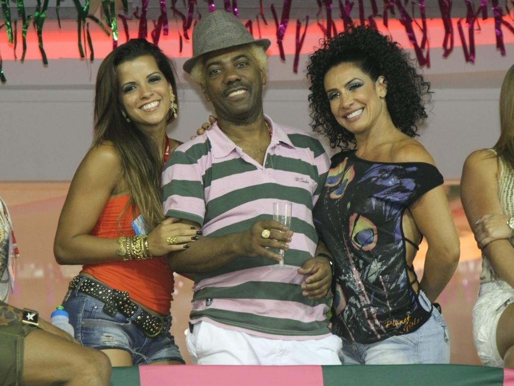 Ivo Meireles, Renata Santos e Scheila Carvalho na platéia, no camarote da Mangueira (18/2/12)