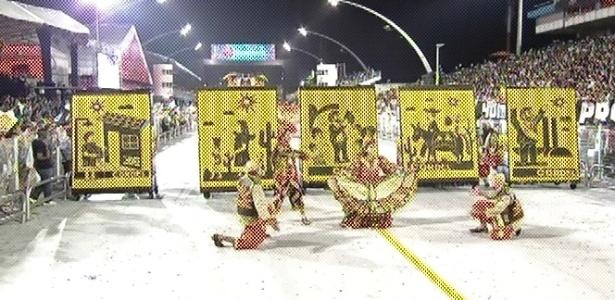 Literatura de cordel ajuda a contar a história de Lula desde a sua infância no desfile da Gaviões da Fiel (19/2/2012)