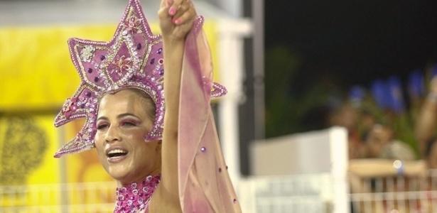 Mônica Apor no desfile da Dragões da Real, no Anhembi, em São Paulo (18/2/12)