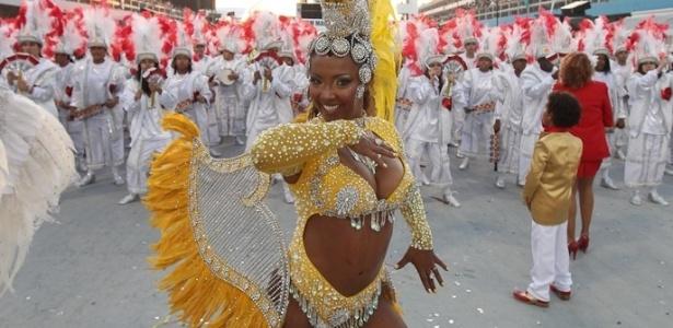 Musa da Tom Maior, última escola a desfilar no Carnaval paulista (19/2/12)