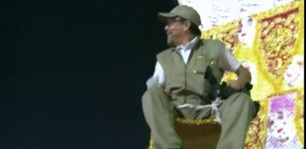 O cineasta Fernando Meirelles filma junto com o filho o desfile da escola de samba Águia de Ouro (18/2/2012)