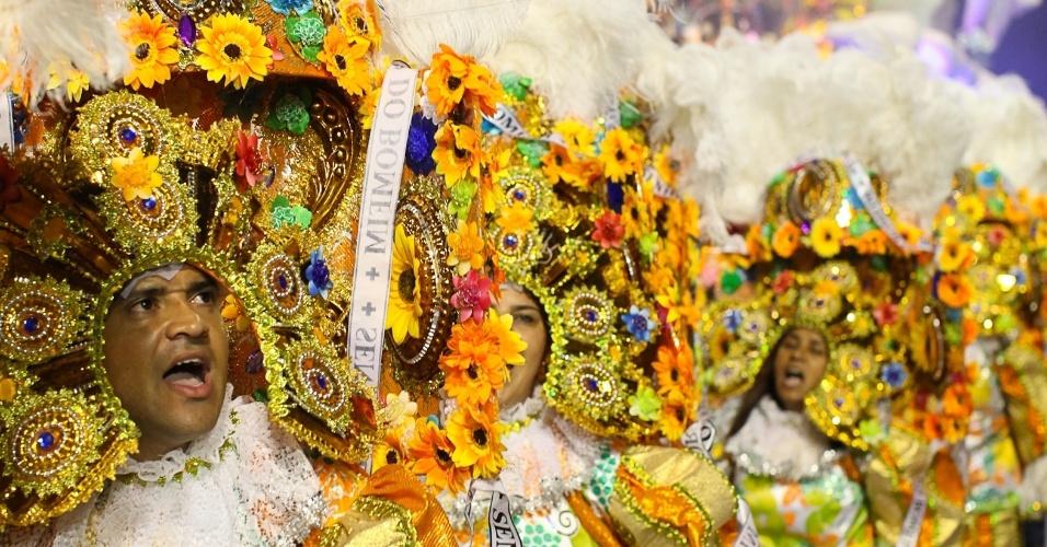 Passistas da escola Águia de Ouro (19/2/2012)